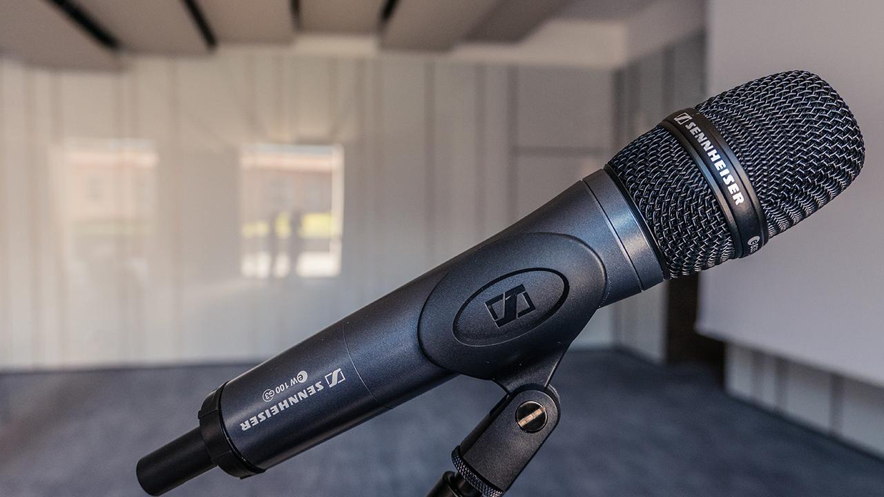 sennheiser-microfono-gelato-sala-conferenza-radio-mircrofoni-impianto-hote-a-manol