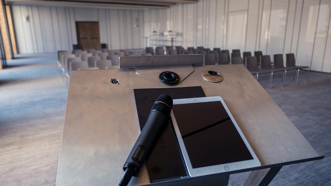 sennheiser-microfono-gelato-sala-conferenza-radio-mircrofoni-impianto-hotel